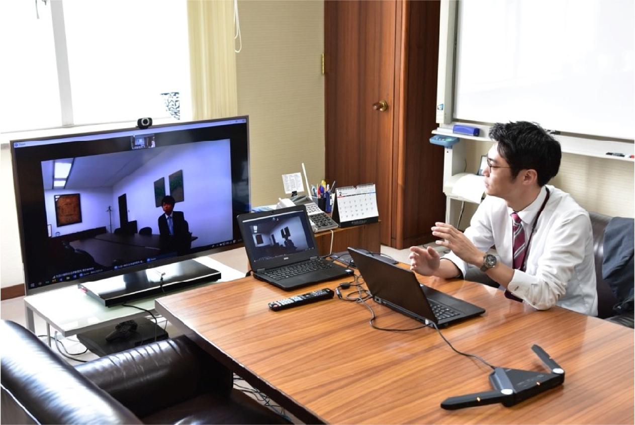 11:30 東京事務所とテレビ会議